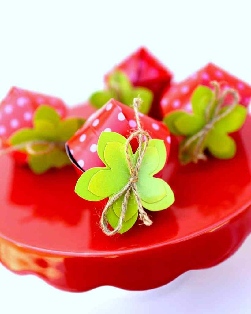 Strawberry favor boxes for strawberry party