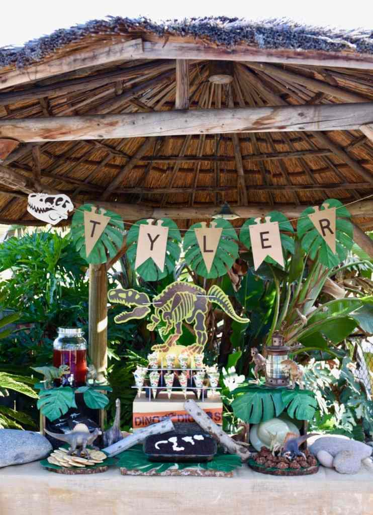 Dinosaur party with Oriental Trading Company