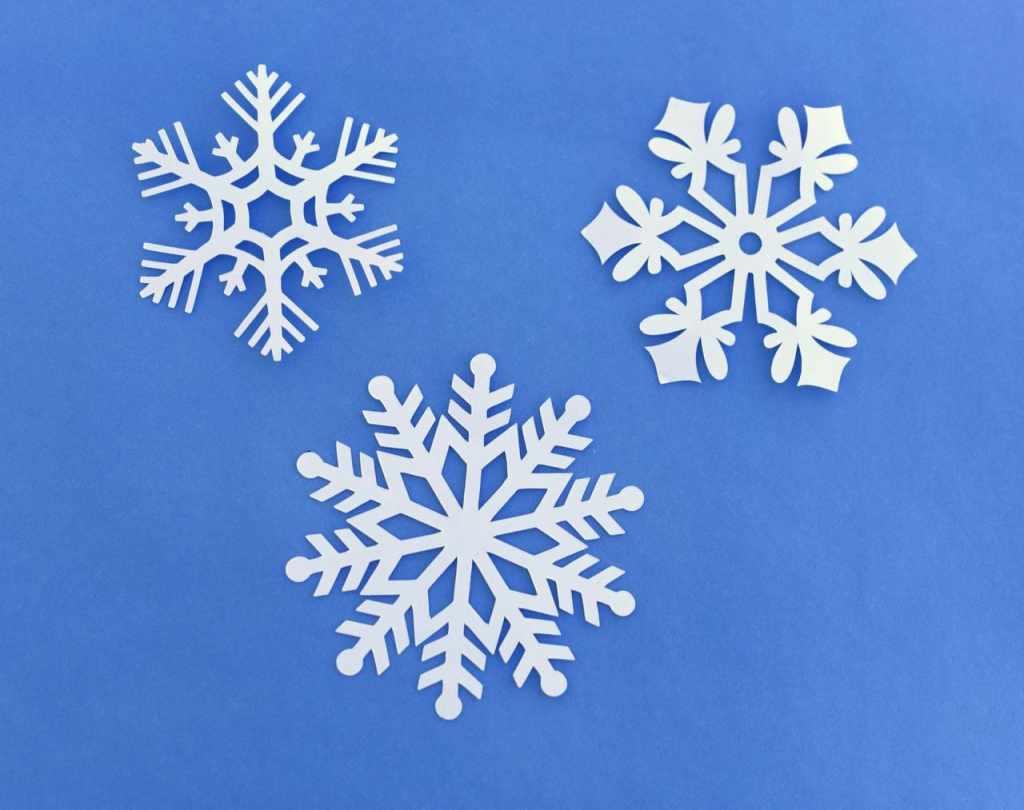 Snowflake hanging decorations tutorial