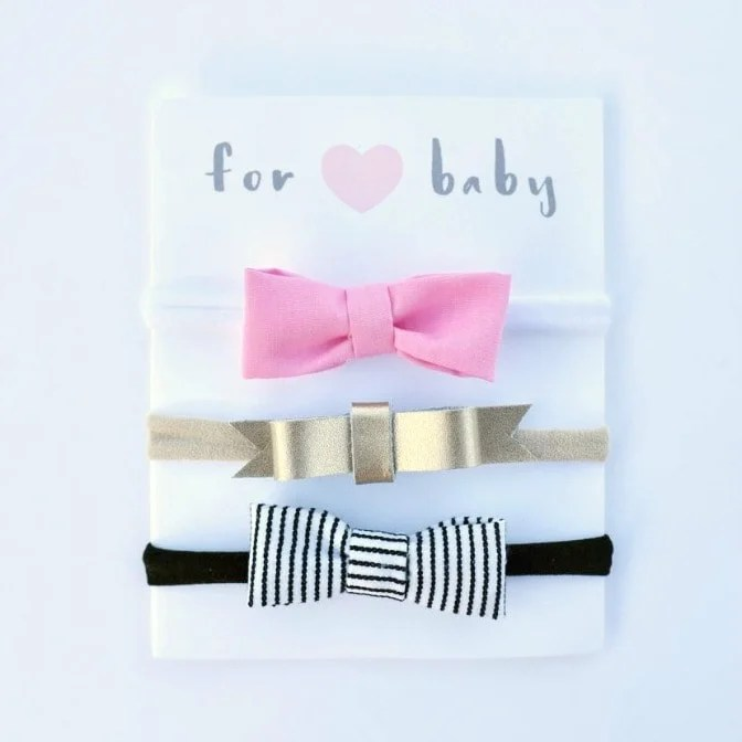 Easy no sew hair bow headbands for newborn babies and toddlers. So easy to make and cute for all girls!