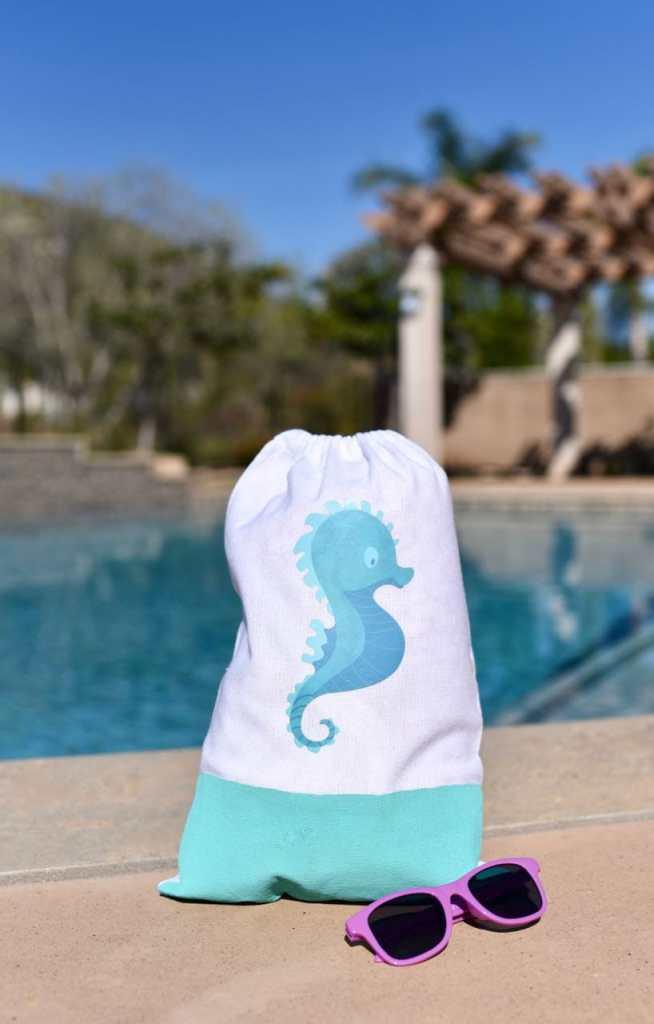 DIY beach bag tutorial with Cricut Iron-On Designs