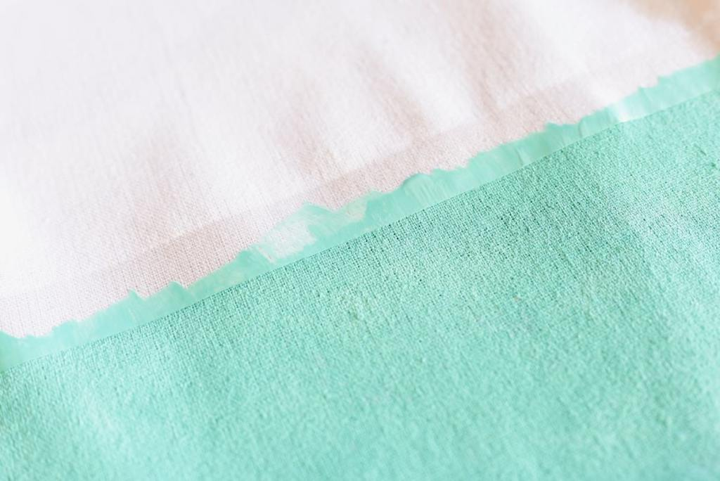 Painting the DIY beach bag with turquoise paint