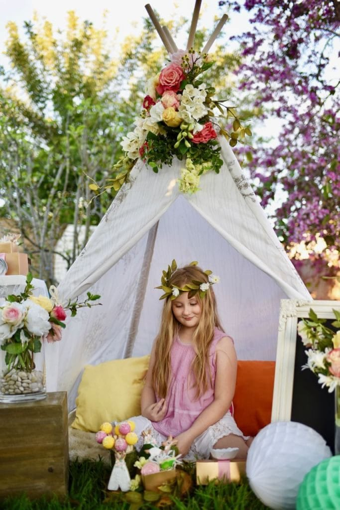 Boho-chic-party-with-lots-of-amazing-details.-Love-the-teepee-with-flowers