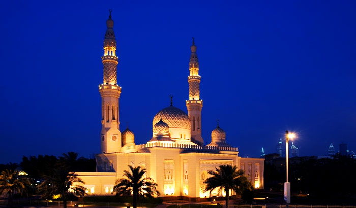 Marvel at the beautifully sculpted Jumeirah Mosque