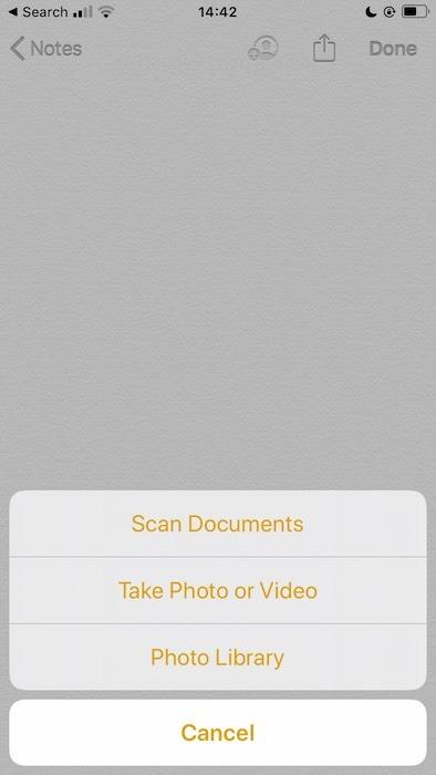 Scannen eines Dokuments mit der Apple Notes-Anwendung.