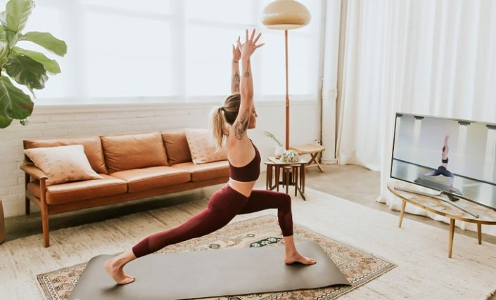 4 Reasons Why Yoga Enthusiasts Should Consider Glo's Online Yoga for Mental and Physical Benefits