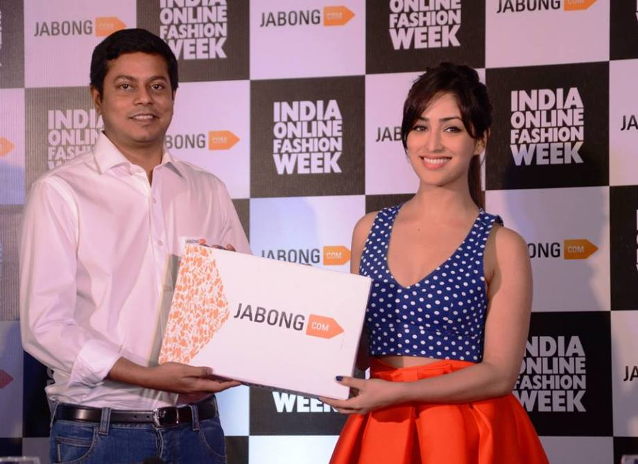 Praveen Sinha,Co- Founder and MD, Jabong.com(L) and Celebtrity Mentor for India Online Fashion Week, Yami Gautam (R)