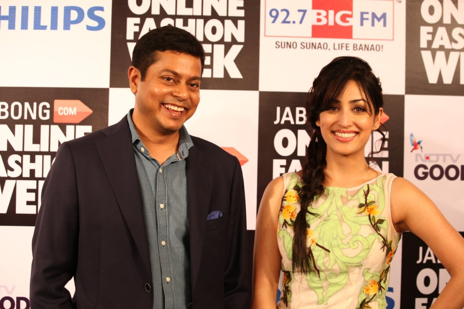 http://www.makeupandbeautyforever.com/wp-content/uploads/2014/08/Mr.-Praveen-Sinha-(L)-Founder-and-MD-of-Jabong.com-and-Yami-Gautam-(R)