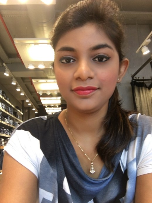 Freedom Pro Strobe Highlight and Contour Palette With Brush Review Swatches Pooja Chaurasia