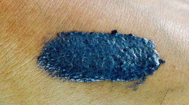 FabIndia Charcoal Scrub Review swatch