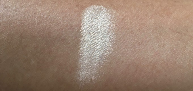Faces Ultime Pro Illuminating Powder Highlighter Review Swatches unblended