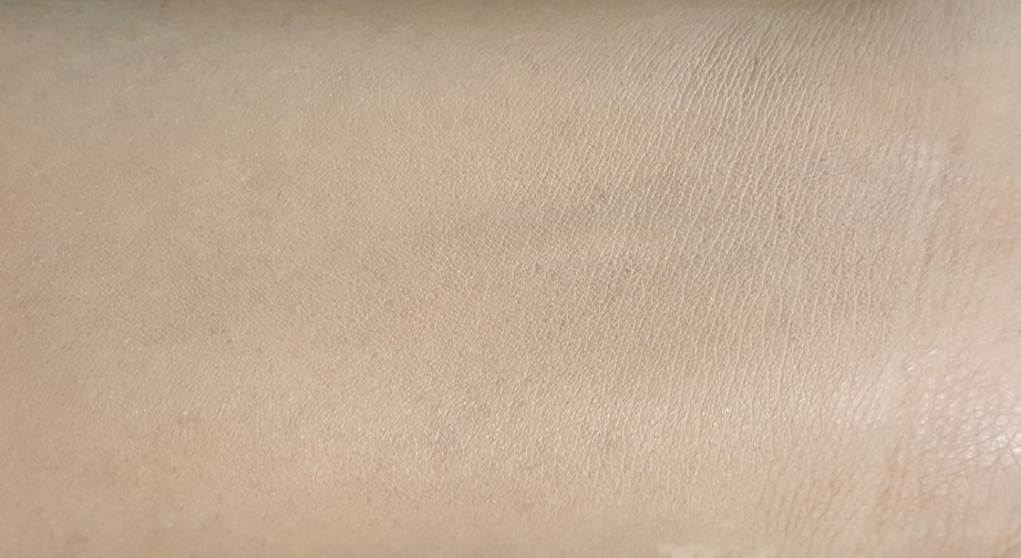 L'Oreal True Match Genius 4-In-1 Compact Foundation Review Swatches blend on skin