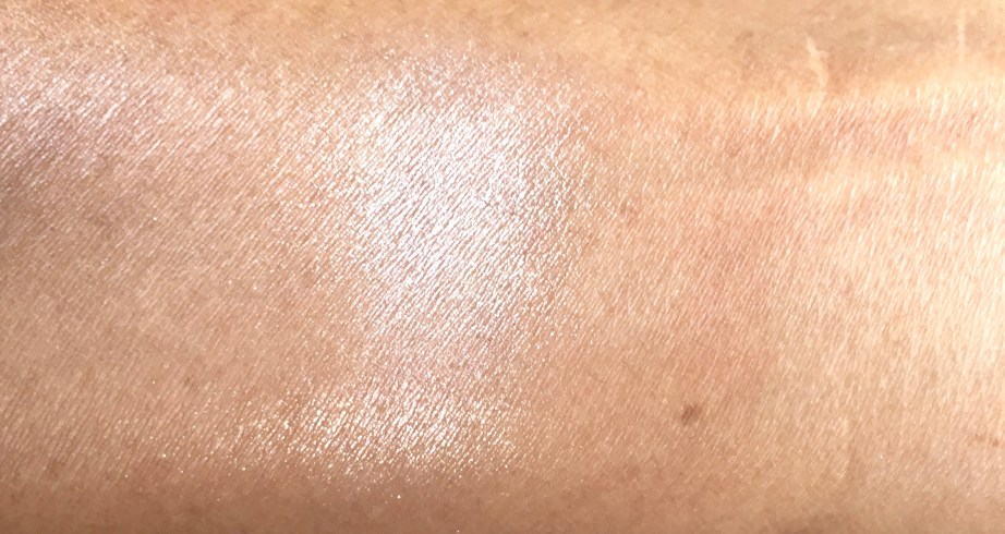 MAC Soft & Gentle Mineralize Skinfinish Highlighter Review Swatches blended