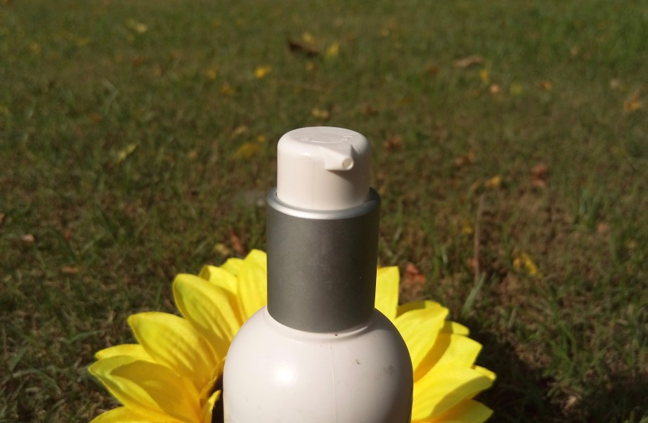 Kaya Revitalizing Tonic Skin Toner Review pump dispenser