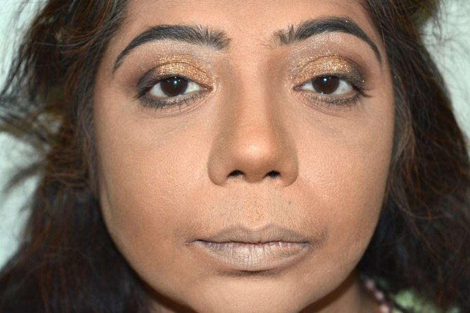 apply-eyeshadow-lashline