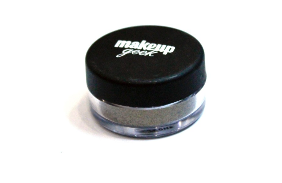 Makeup Geek Utopia Pigment Review, Swatches side
