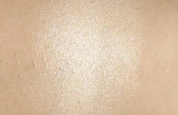 FACES Ultime Pro Face Palette Fresh Review, Swatches of highlighter blended