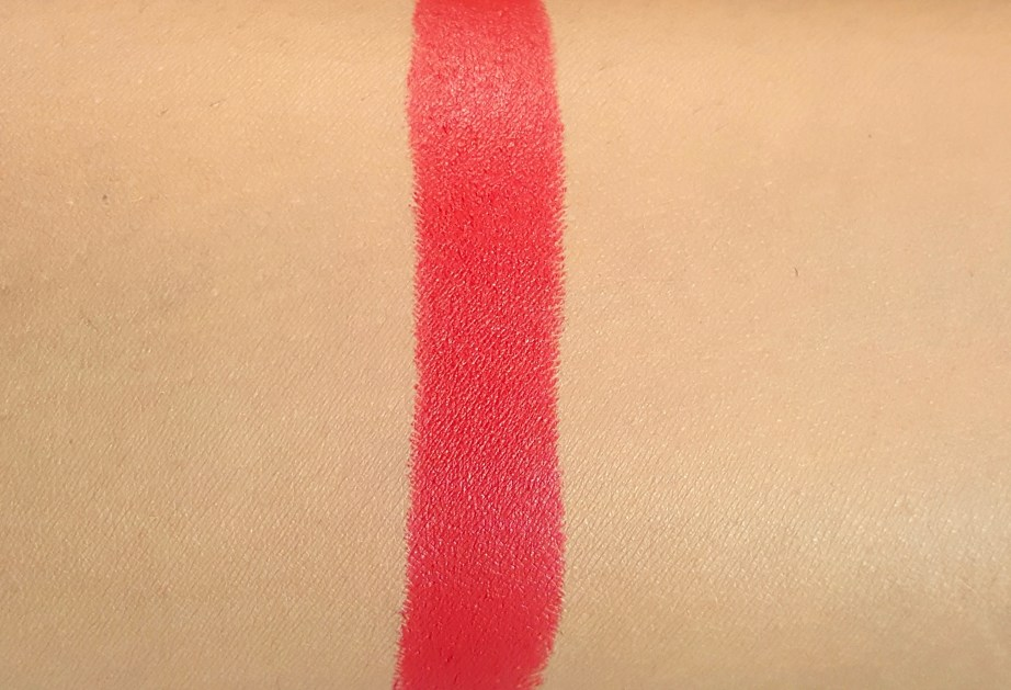 L'Oreal Paris Rouge Magique Lipstick Scarlet Déjà vu 911 Review, Swatches skin