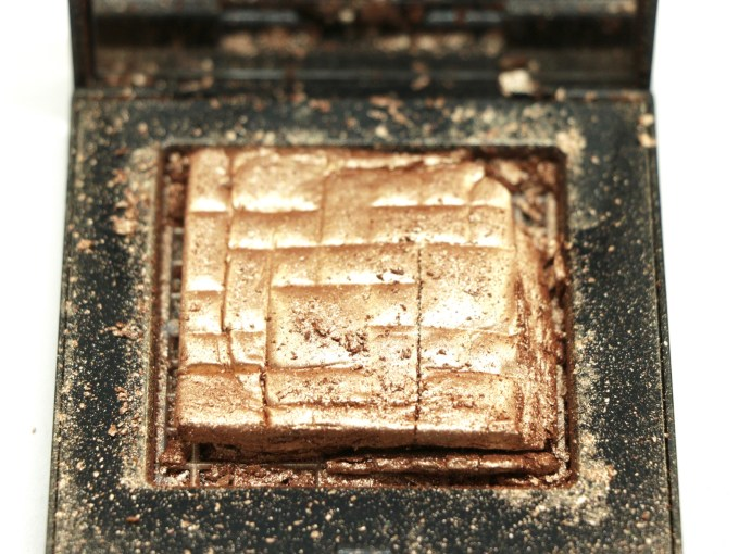 Bobbi Brown Bronze Glow Highlighting Powder Review, Swatches Close up