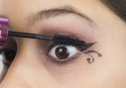 Gothic Eye Makeup 3 Ways To Apply Gothic Eye Makeup Wikihow