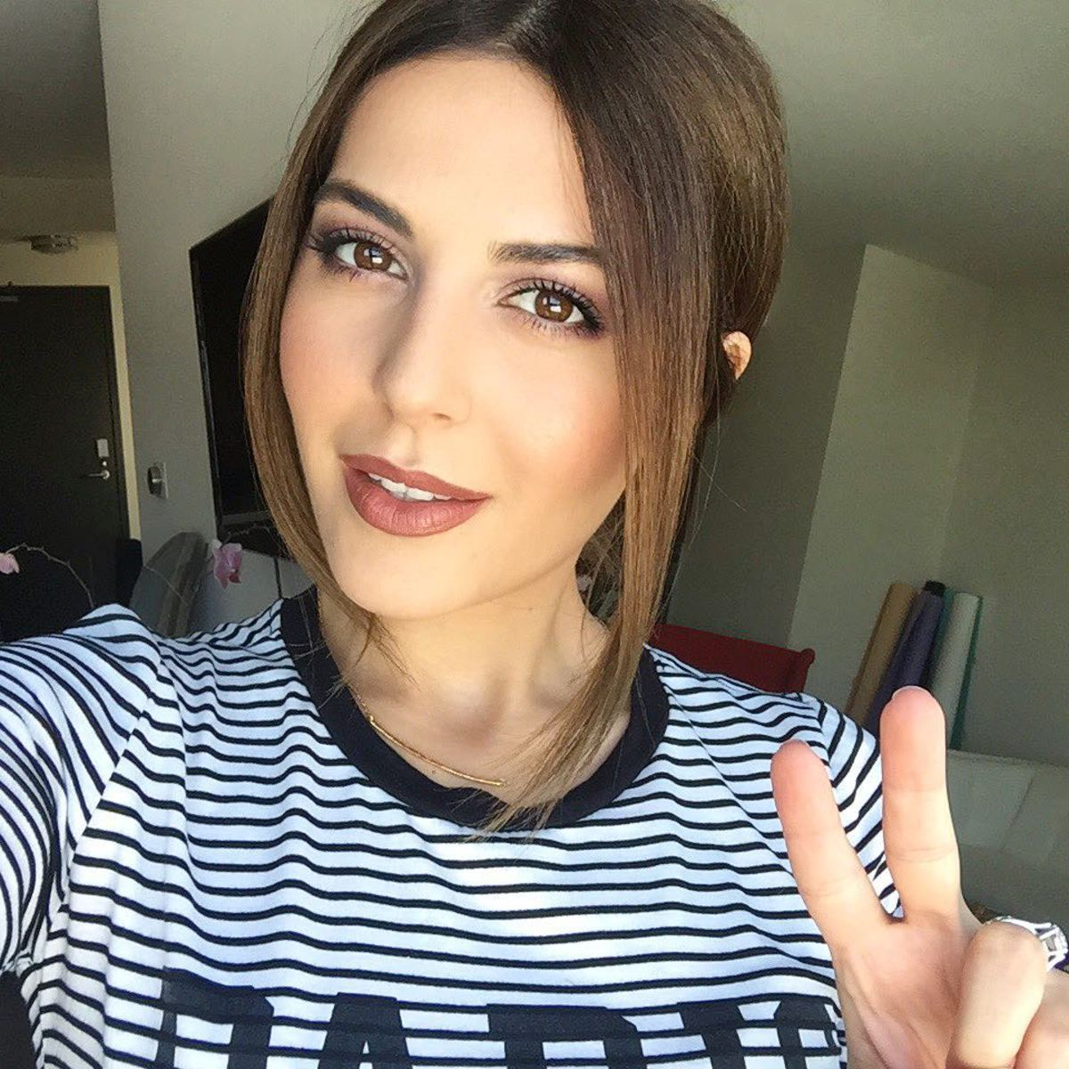 Makeup For Brown Eyes Try This Pretty Makeup Tutorial For Brown Eyes Fashionista