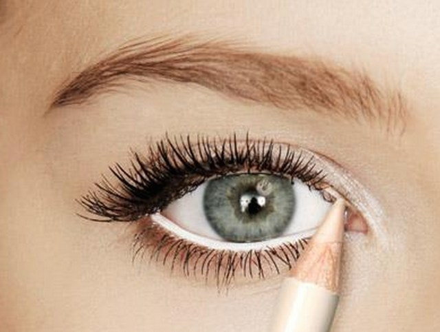 White Makeup Under Eyes 5 Ways To Make Your Eyes Look Much Bigger Huda Beauty Makeup