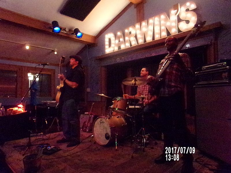 "<a class=""amazingslider-posttitle-link"" href=""http://www.makingascene.org/jp-soars-red-hots-darwin-s-burgers-blues-sandy-springs-ga-june-8/"" target=""_blank"">JP Soars and The Red Hots at Darwin' s Burgers and Blues in Sandy Springs, GA June 8</a>"