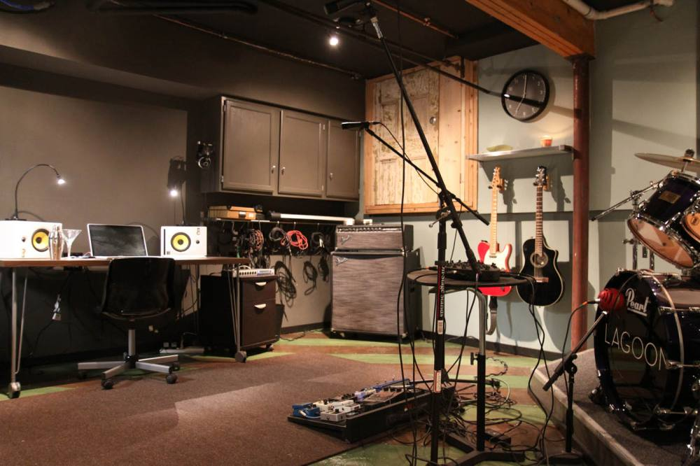 10 Essential Microphones you need in your Home Studio