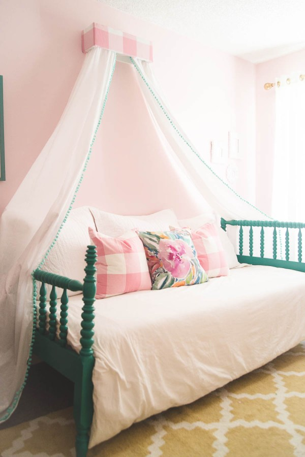 Girls Bedrooms with Canopy Beds
