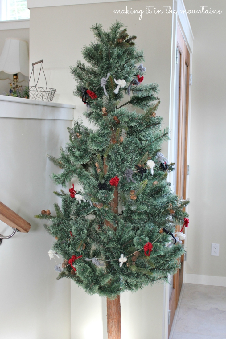 rustic christmas tree garland making it in the mountains. Black Bedroom Furniture Sets. Home Design Ideas