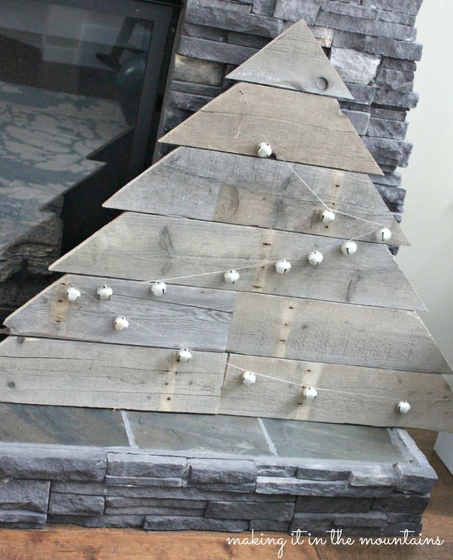Pallet Wood Christmas Card Tree - making it in the mountains