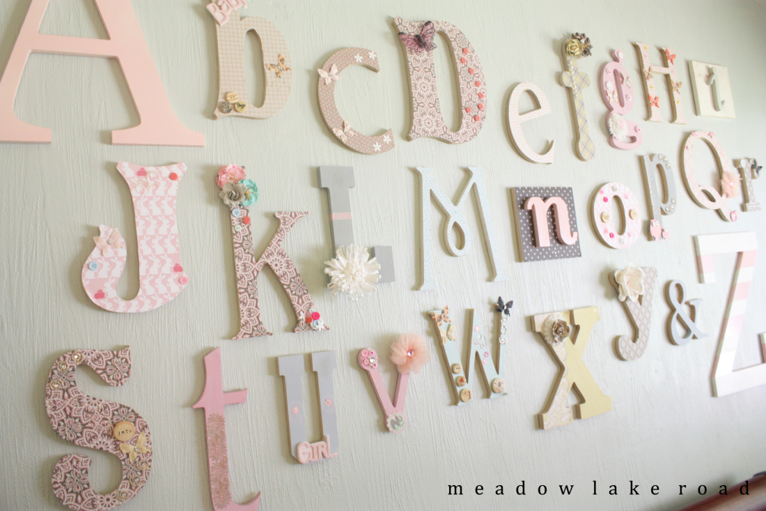 Frugal crafty blog hop 143 making it in the mountains for Baby shower wall decoration