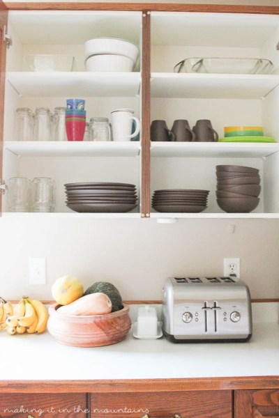 See how I am decluttering and organizing the kitchen to tidy it all up once and for all! #KonMariMethod
