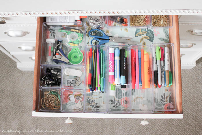 10 Minutes to a Beautifully Organized Desk | www.makingitinthemountains.com