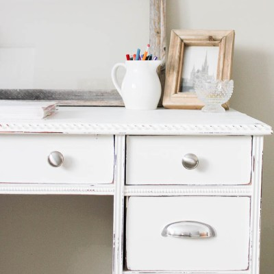 10 Minute Decorating: 10 Minutes to a Beautifully Organized Desk