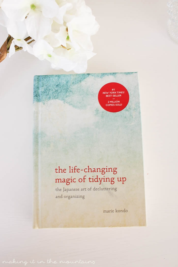 Following the KonMari Method outlined in the life-changing magic of tidying up, we've worked our way through the entire house to get rid of anything and everything that doesn't {spark joy} with the ultimate goal to simplify our life.