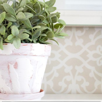 These farmhouse style planters are not only gorgeous, they're so simple and inexpensive to make! | www.makingitinthemountains.com