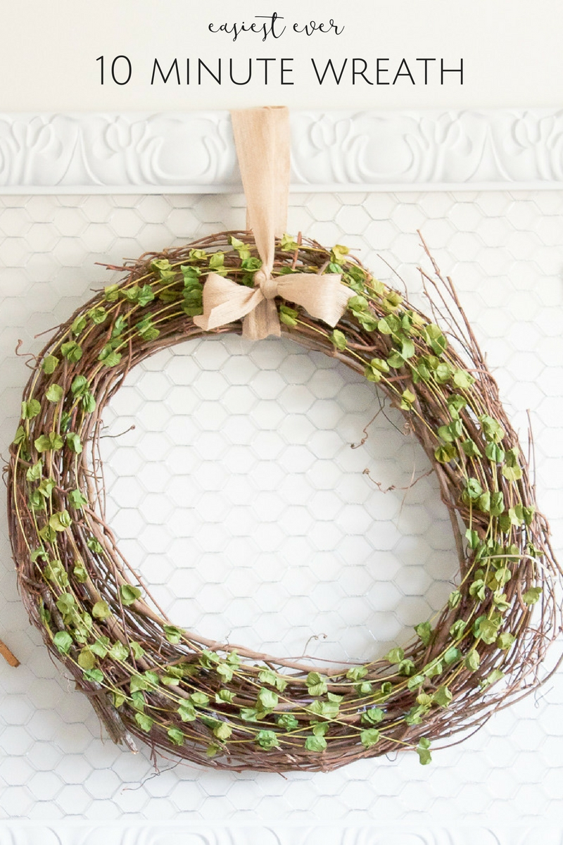 This quick & easy wreath could easily hang in your home all year round AND, even better, it took just 10 minutes to whip up!
