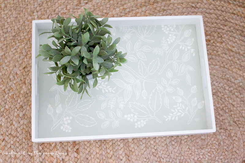 Farmhouse Style Tray | www.makingitinthemountains.com