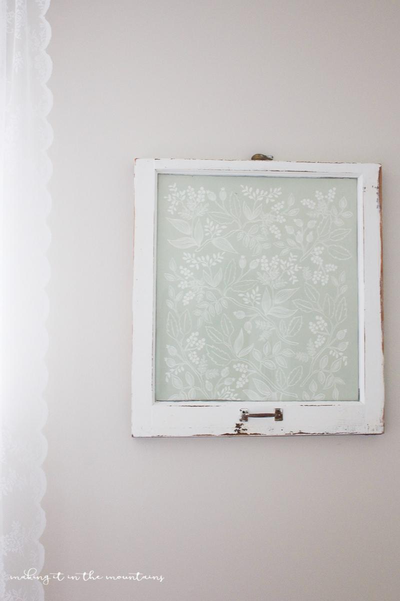 Farmhouse Style Dry Erase Board | www.makingitinthemountains.com