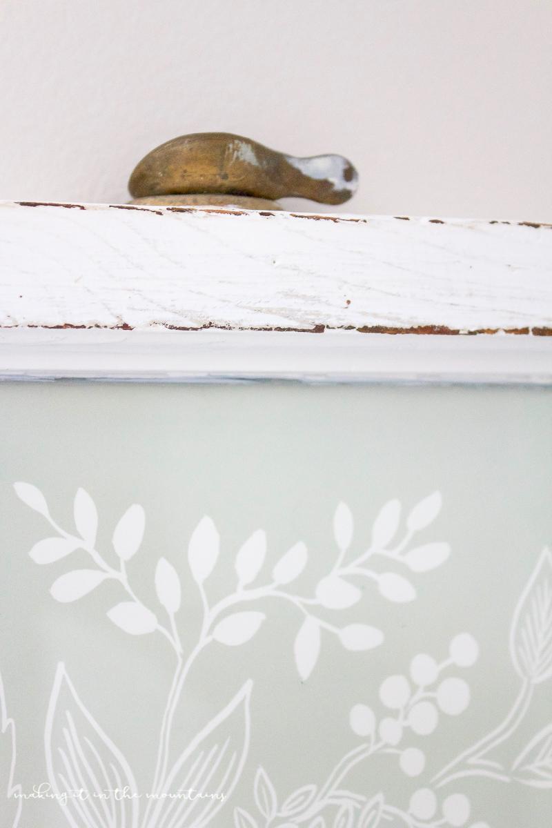 Farmhouse Style Dry Erase Board   www.makingitinthemountains.com