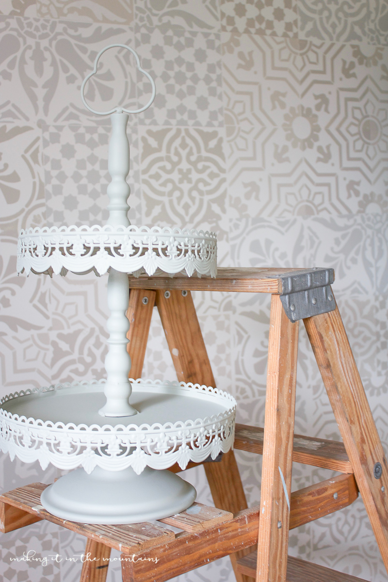 Painted Farmhouse Tray | www.makingitinthemountains.com