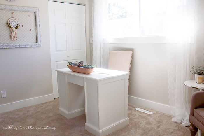 Easy ways to create a unique & beautiful farmhouse style office space...