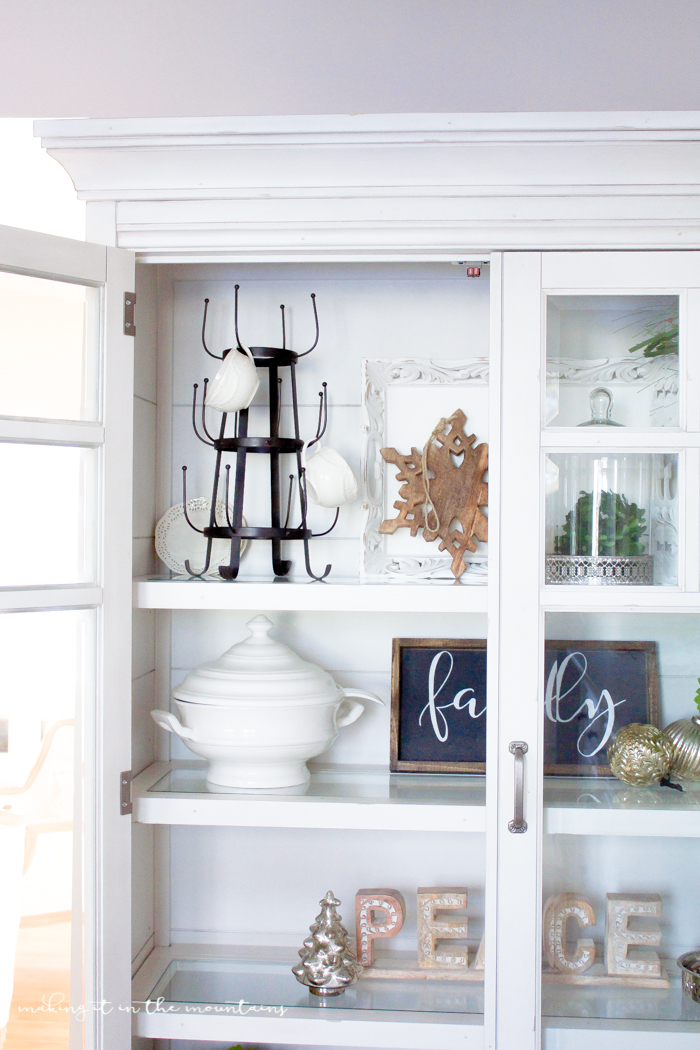 Bring some farmhouse style to your dining space with this gorgeous Christmas curio cabinet...