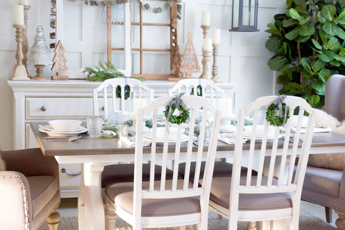 Farmhouse Christmas Dining Room | www.makingitinthemountains.com