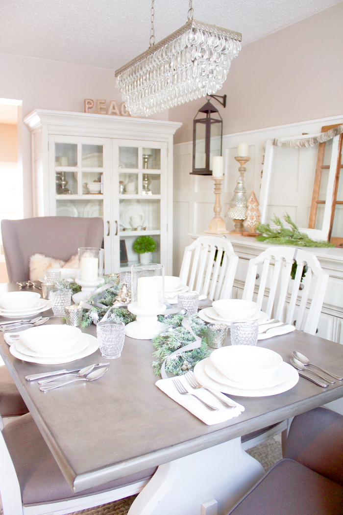 This Farmhouse Christmas Dining Room Looks So Perfectly Cozy For The Holidays