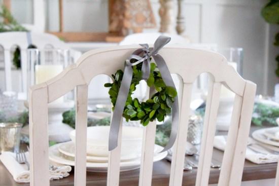Farmhouse Christmas Tablescape | www.makingitinthemountains.com