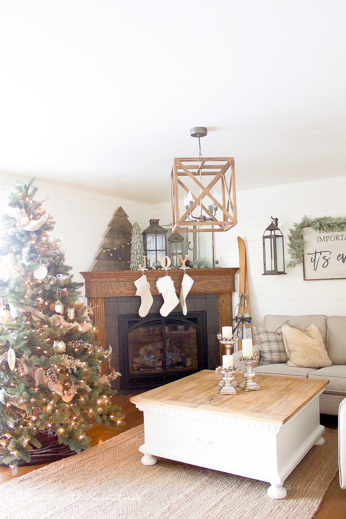 A Farmhouse Christmas Family Room making it in the mountains