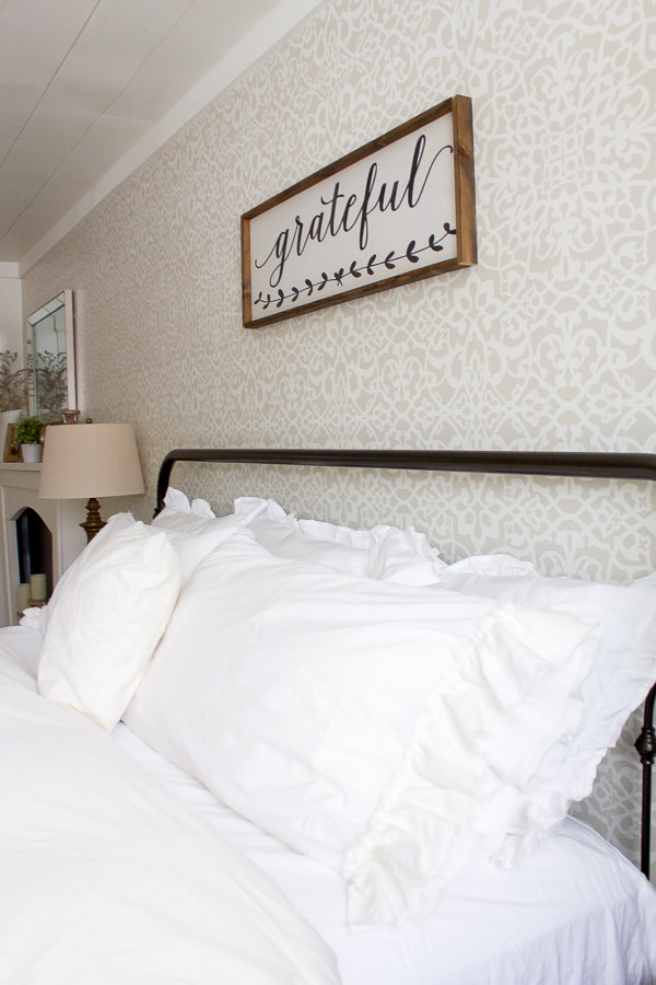 Farmhouse Pillowcase | www.makingitinthemountains.com