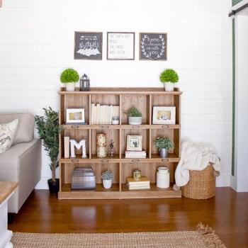 Farmhouse Spring Living Room | www.makingitinthemountains.com
